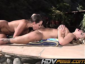 HDVPass Amy and Shyla slurp each others honeypots