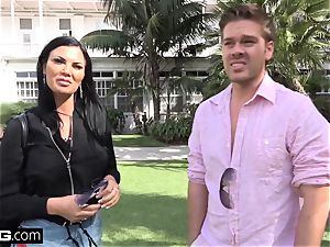 Jasmine Jae brings her guy fucktoy along for a point of view plumbing