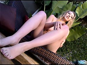 torrid steaming Kagney Karter plays with her super hot toes