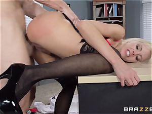 warm manager Nina Elle tempts her employee