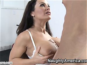 physical Education lessons with buxomy mummy Lisa Ann