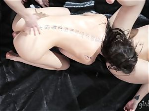 Kendra James gets her girls all over Riley Reid