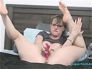 Mature gal with Glasses and short Hair blasting