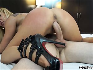 kinky light-haired pumps her mature puss