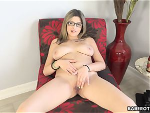 Solo session of Sarah Bella is very titillating
