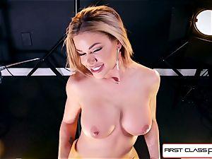 observe Jessa Rhodes taking a fat spunk-pump down her throat